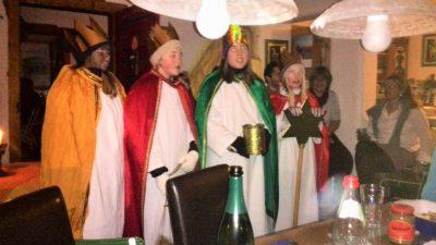 Die Hl. 3 Könige besuchen das Dreikönigstreffen.
